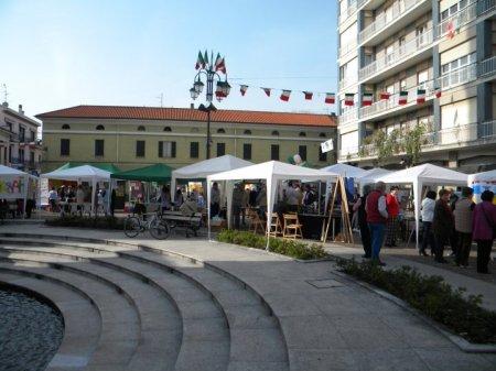 Piazza S. Ambrogio - 3 aprile 2011 - courtesy of Luca Perencin